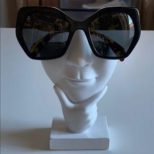 💯 Prada Sunglasses